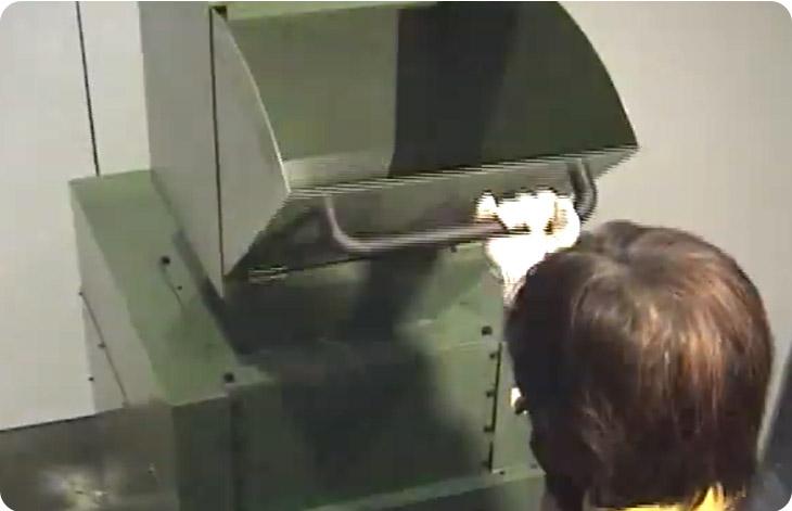 タッパーを開ける