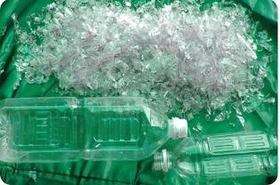 粉砕されたペットボトル